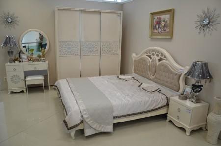 Спалня СКАРЛЕТ- МДФ гланц в цвят слонова кост.